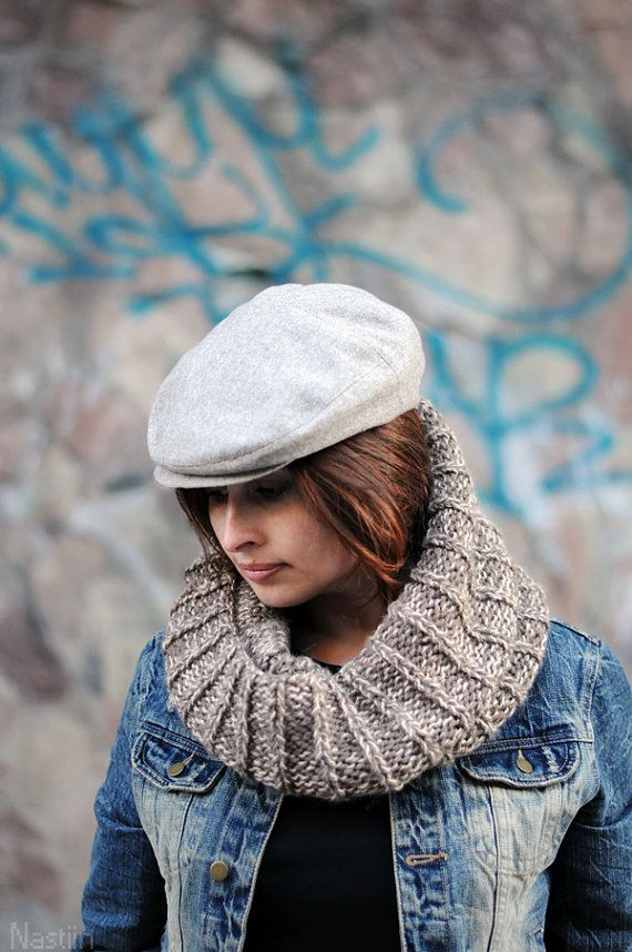 Elegant unisex autumn hat - perfect gift for ladies and gentlemen! - Made of light wool-based suiting tweed fabric - Beautiful light oatmeal color -