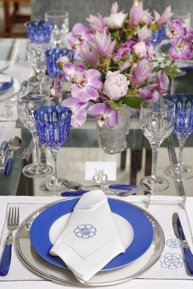 Azul e rosa em mesa para que gosta desta combinação de cores para um evento especial em casa!