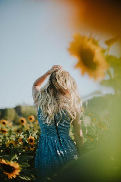 Sam among the sunflower fields ✨ Instagram: @sydneynoellephoto sydneynoellephoto.com