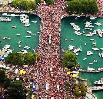 Streetparade Zurich. Crowded Quaibruecke.
