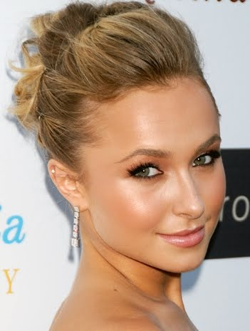 Less is always beautiful.  Love this natural color palette choice for her makeup