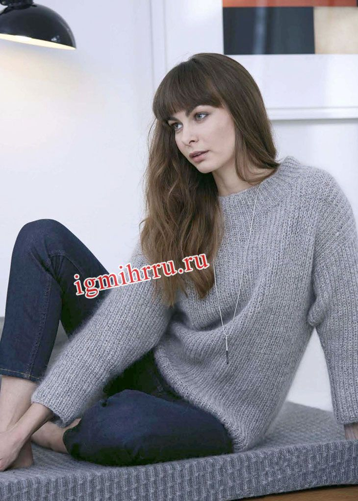 Серый теплый пуловер из патентной резинки. Вязание спицами