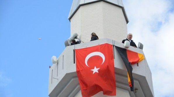 Gestern gegen 12.15 Uhr war Premiere: Zum ersten Mal rief Abdurrahman Latifoglu, der Imam der Ditib-Moschee
