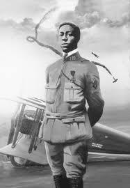 Eugène James Bullard (1895è1961) est une légende pour avoir été un des tout premiers pilotes de chasse de l'Histoire. Héro de guerre (14-18 et 39-45). Il a eu deux filles avec une richissime aristocrate française du nom de Marcelle Straumann.