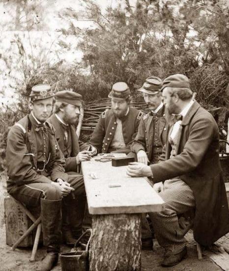 Photo prise en 1860, de Philippe VII durant la guerre de sécession, de cette expérience, il ramène une Histoire de la Guerre civile en Amérique.