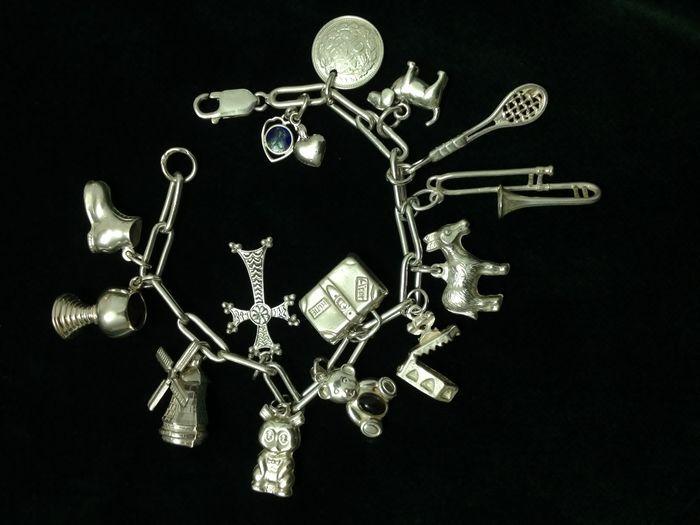 erg leuke armband met ouderwetse bedels lengte: 19 cm gewicht: 31 gram in goede  staat verzekerde verzending