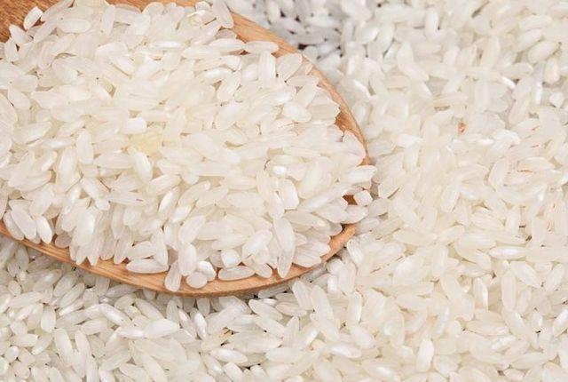 Ecuador presentó propuesta a Venezuela para exportar arroz y leche /  Quito.- El ministro ecuatoriano de Agricultura y Ganadería, Rubén Flores, presentó una propuesta a la embajadora de Venezuela, en Quito, Carol Delgado, para exportar arroz y leche a ese país, se informó oficialmente este martes. El arroz le pertenece a la Empresa Pública Unidad de Almacenamiento (UNA E.P.), indicó el Ministerio