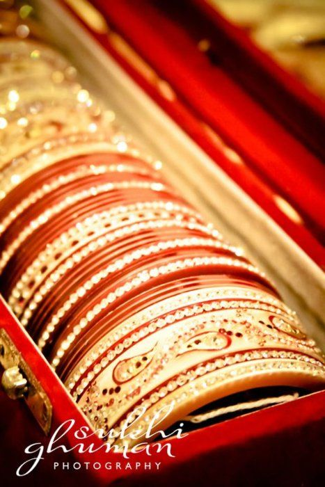 bridal churiyan, red and white bangles, #indianwedding