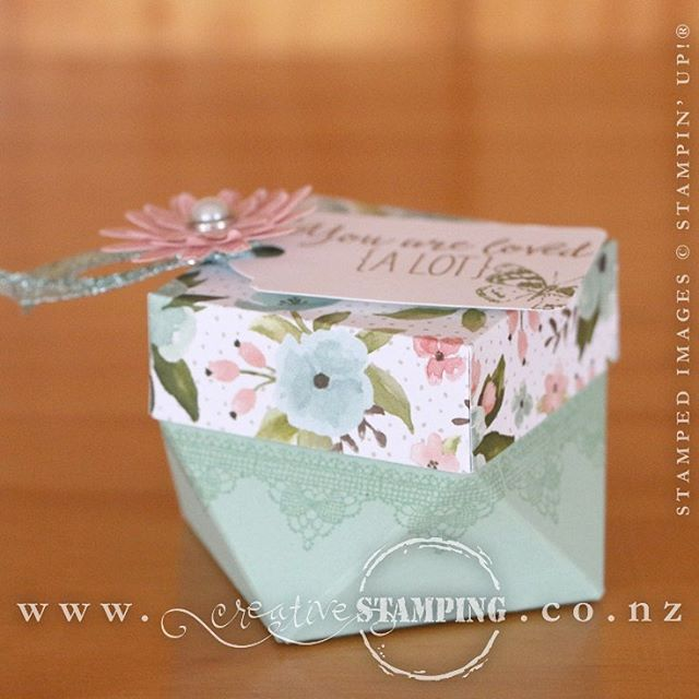This diamond gift box was taught at the Hamilton Extravaganza by Ruth and myself and features the Grateful Bunch stamp and and coordinating Blossom Bunch Punch.  www.creativestamping.co.nz  #creativestamping #stampinup #2016occasionscatalogue #hamiltonextravaganza #easter #diamondgiftbox #gratefulbunch
