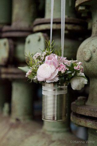 Hochzeits- Blumendeko in einer Konservendose (www.noni-mode.de - Foto: Hanna Witte)