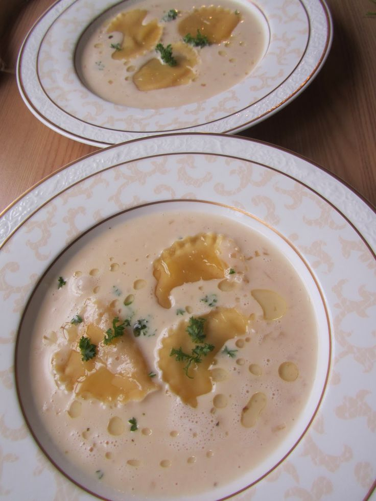 Parmesansuppe mit Trüffelöl