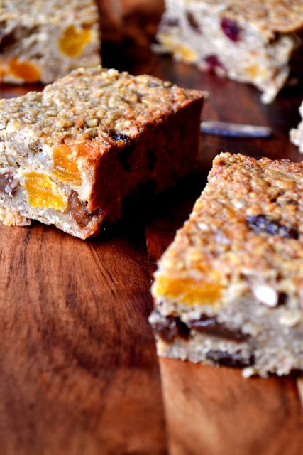 Healthy Banana Flapjacks - flapjacks made with mashed banana, peanut butter, honey, dried fruit and absolutely no refined sugar.