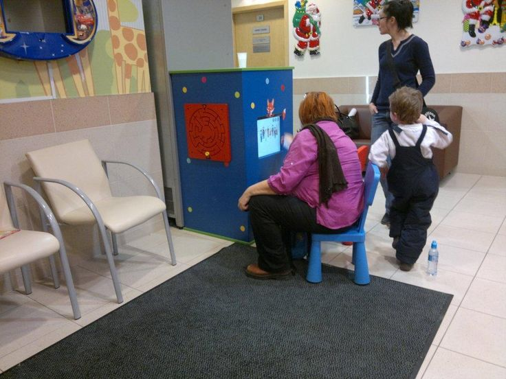 W centrum medycznym dzieci się nie nudzą. Monitory z edukacyjnymi grami Foxbox idealnie zajmują czas. www.zabawiacze.pl