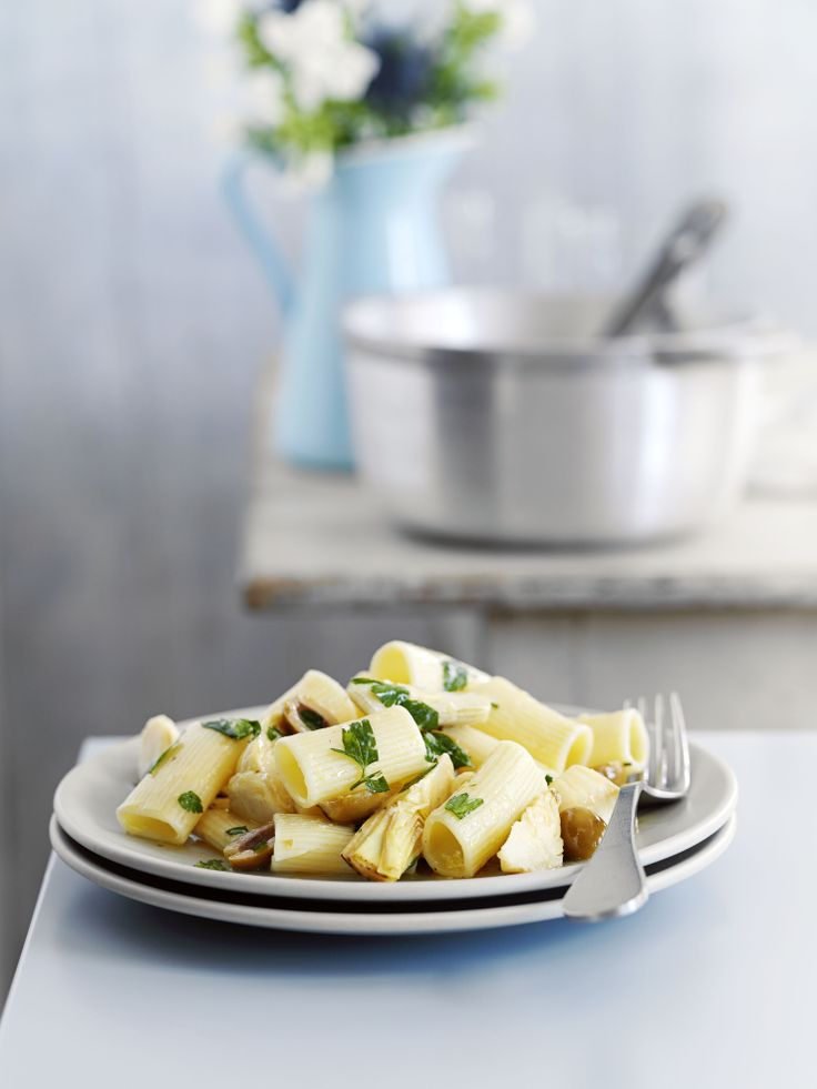 Rigatoni with artichokes, olives and lemon