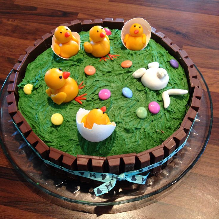 Easter cake  Buttercream with figures in marzipan. :)Påskekake. Smørkrem og marsipanfigurer. @Rita Bakke