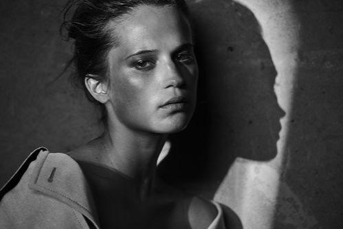 Alicia Vikander par Peter Lindbergh pour le calendrier Pirelli 2017