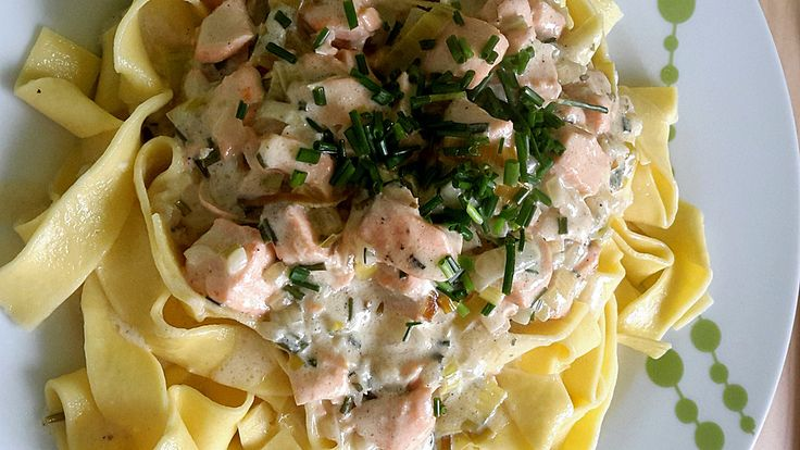 Nudeln mit Lachs - Sahne - Sauce, ein schmackhaftes Rezept aus der Kategorie Fisch. Bewertungen: 34. Durchschnitt: Ø 4,1.