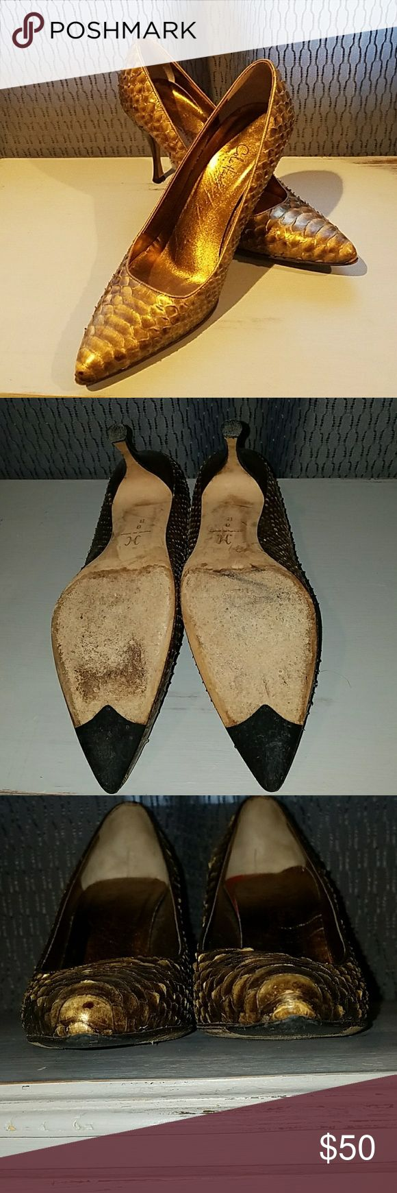 STUNNING ..SEASON VINTAGE COLE HAAN GOLD Pumps Glorious gold leather .. looks like scales.. Textured and festive. 3 1/2' heels . Wood Stacked heels. Cole Haan Shoes Heels