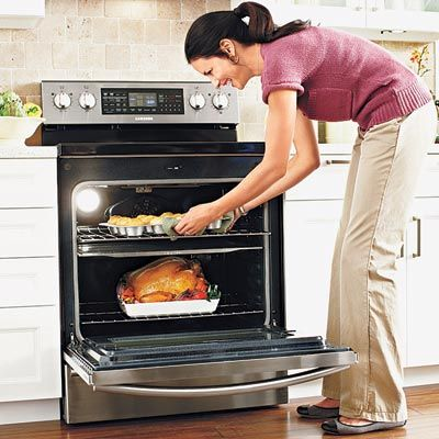 Cook different dishes at different temperatures in the Samsung Flex Duo Oven. Just slide the steel barrier shelf in place; it fits in a groove in the closed door to create two oven cavities. Two controls and two convection fans allow them to operate independently.  #samsung #biasicom