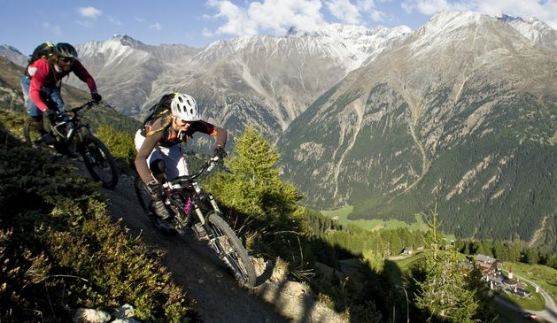 La vallata dell'Ötztal, a pochi passi dal confine italiano, è un vero paradiso per i ciclisti: Bici da strada, mountain bike, enduro, oppure E-bike. Non c'è che l'imbarazzo della scelta.  Ecco novità e calendario degli eventi  http://www.mondociclismo.com/vacanze-in-bici-a-slden-e-valle-tztal-calendario-eventi-e-info-utili-20150313.htm  #mtb #turismo #ciclismo #mondociclismo #granfondo #Sölden #Ötztal