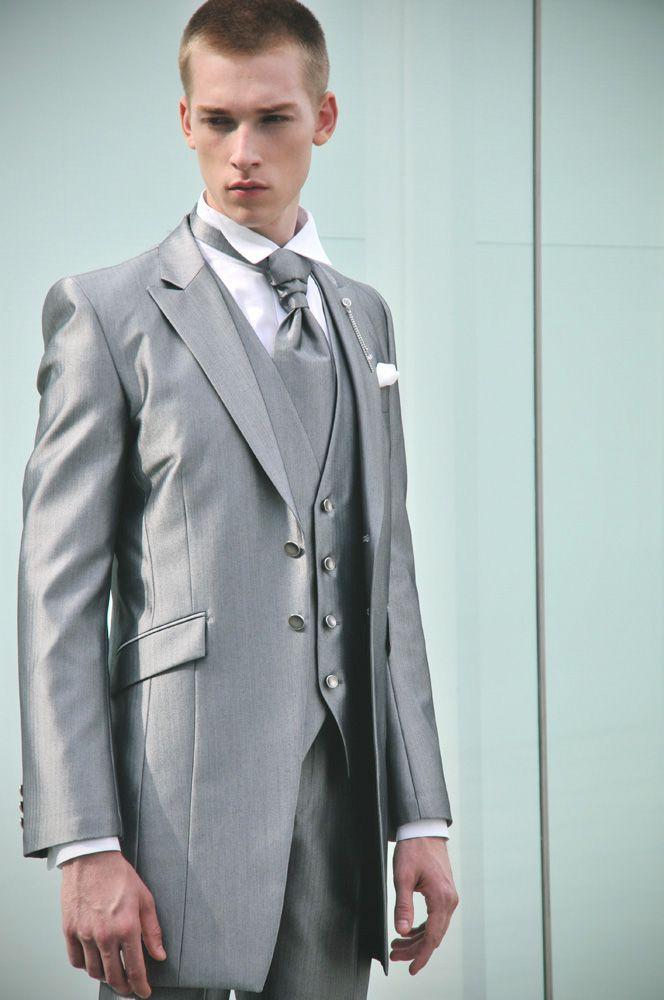 高級感あふれるグレーのロングタキシード☆グレーの新郎衣装の参考一覧☆
