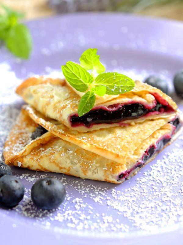 Per girare le vostre Crepes ai mirtilli seguite il consiglio della nostra cuoca step by step! Diventerete un mago delle frittelline francesi!