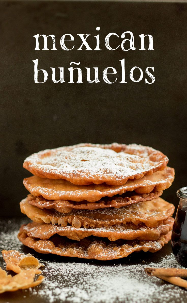 """Mexican Buñuelos son """"papel delgado"""" galletas hacía con tortillas y tenía un jarabe de azúcar moreno. Son muy populares durante los festivos porque no necesitan muchos ingredientes y por lo tanto estan facil para hacer."""