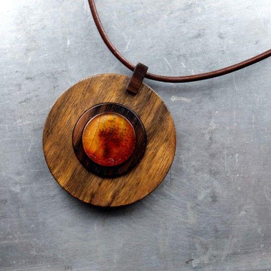 naszyjniki - wisiory-BURSZTYN  w drewnie