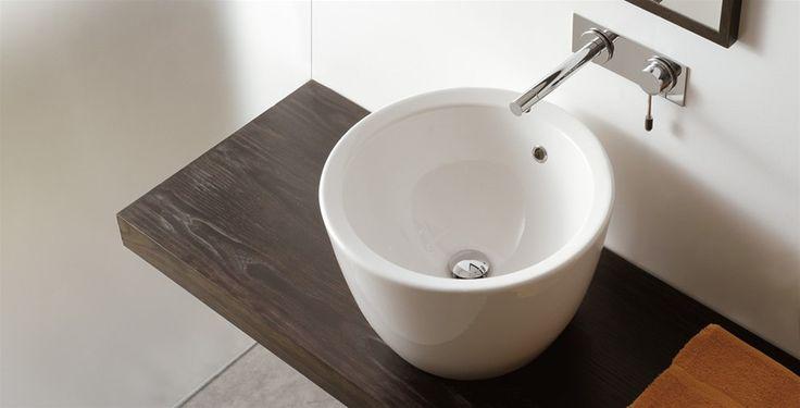 Il #lavabo - elegante, funzionale, disponibile in tanti modelli diversi - entra nel #bagno da vero protagonista. Questa è la filosofia di @pinterestscarab  dal 1974 www.gasparinionline.it - #Matty #italiandesign #arredo #interiors #bathroom #inspire #ideebagno