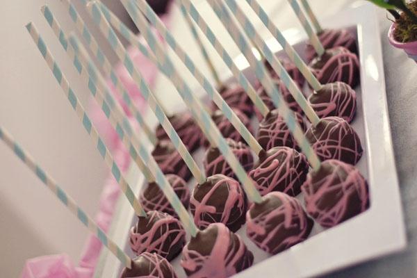 Cake pops, paper straws, Doçura {Doces Americano} - Ararangua,SC