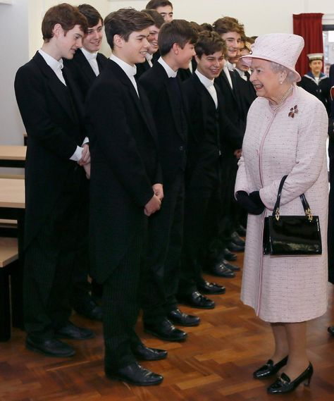 The Queen meets Arthur Chatto grandson of Princess Margaret at Holyport College today (via @MajestyMagazine)