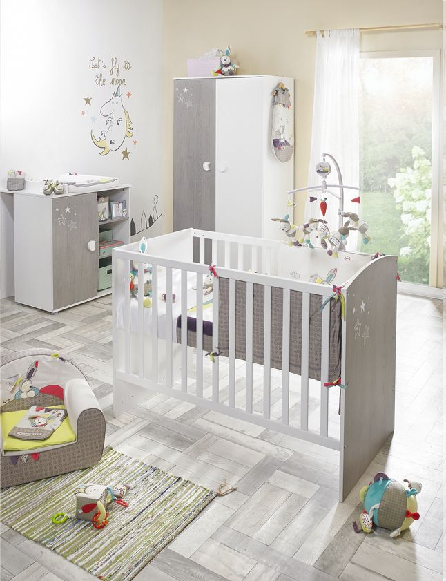 Votre petit bout fera de jolis rêves dans cette chambre de bébé Ana avec armoire à 2 portes de Sauthon.