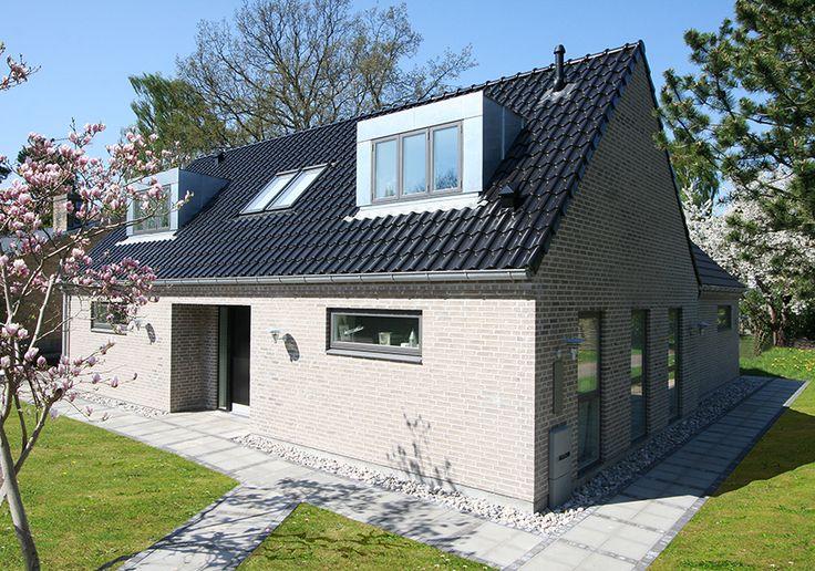 Familien Hørlykkes hus i Rungsted. Familien Hørlykke er flyttet ind i deres tredje hus fra Lind & Risør. De valgte at fortsætte deres samarbejde med det velkonsoliderede danske byggefirma – denne gang bare i et dobbelt så stort hus!