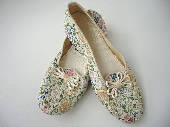 Daniel Green white cream floral metallic slippers  house shoes  1960s 1970s  shoes  costume  renaissance  floral  oriental silk  brocade  5 6. 17 Best images about Daniel Green Slippers on Pinterest   Red