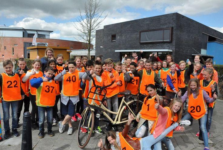 Zo'n 530 leerlingen uit groep 7 van de basisscholen in Etten-Leur hebben verkeersexamen gedaan. Op maandag 10 april fietsten de leerlingen van de scholen in Etten-Leur-Noord en op dinsdag 11 april de leerlingen van Etten-Leur-Zuid. (Foto: Etten-Leurse Bode)