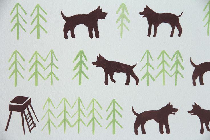 Šablonová malba, vzor Psi v lese. Dvoubarevná šablona na zeleném podkladu. / Pattern painting on the wall called Dogs in the forest.