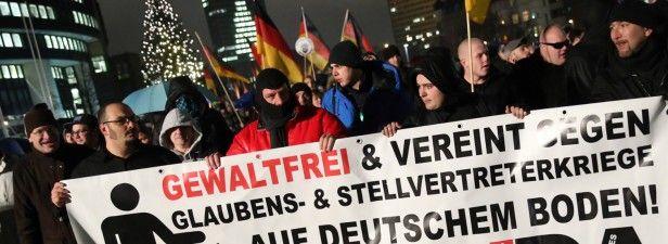 "Polit-Verleumder und linker Obermanipulateur, die WAZ : """"Hinter"" der Pegida-Demo in Duisburg steckt Sebastian Nobile"". WAZ.de"