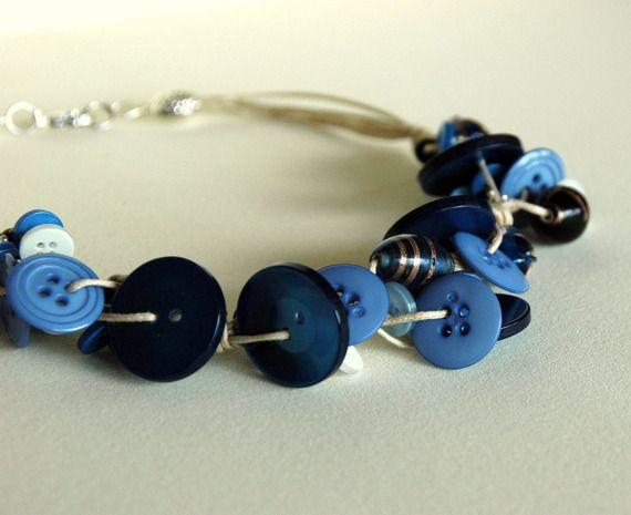 Collana con bottoni nei toni del blu  Shop: alittlemarket.it