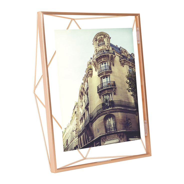 Stylishly display your favourite photograph with this Prisma photo frame from Umbra. Made from copper this luxurious frame is perfect for showcasing on a windowsill, side surface or bed side table. Th