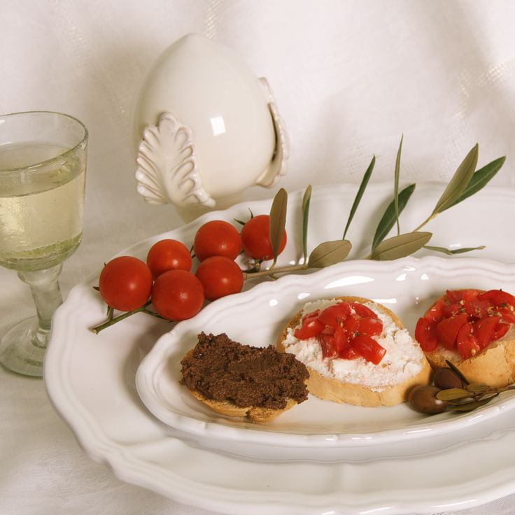 A great appetizer: Roasted slices of bread with olive paste, seasoned tomatoes and the typical ricotta forte.