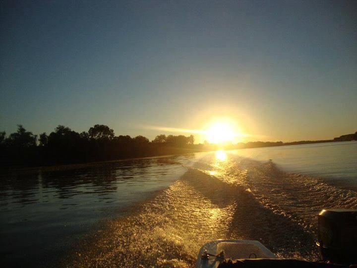 Juan Guerrero: Zarate, atardecer en el río Parana