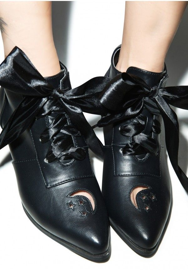 #DollsKill #YRU #witch #goth pointy shoes!