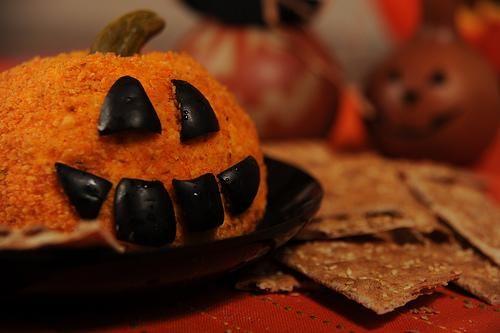 Halloween Recipes : Jack-o-Lantern Cheeseball Recipe