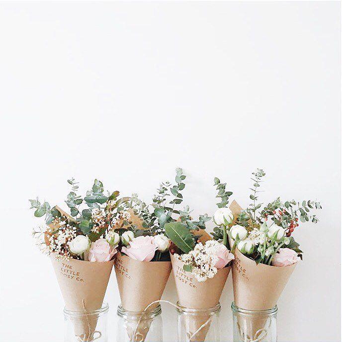 Mini floral favors , cadeaux des invités