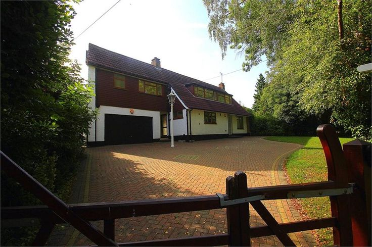 Bangors Road South, #IverHeath £750,000 Freehold  Spacious four double bedroom detached chalet style property situated on 1/4 ACRE plot in Iver Heath 19ft lounge with fireplace 17ft dining room 16ft family room 21ft master bed with ensuite