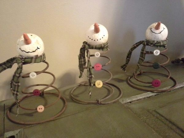 METAL SPRING SNOWMEN: This clever use of vintage mattress springs opens up doors of possibilities. Of course, the snowmen are adorable (I love the button fronts, in particular), but you could even transfer this idea to create Christmas trees or angels or any number of other thematic decorations.