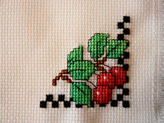 Cerezas frescas cruzan cosida cesta Liner por TheGardenStitcher
