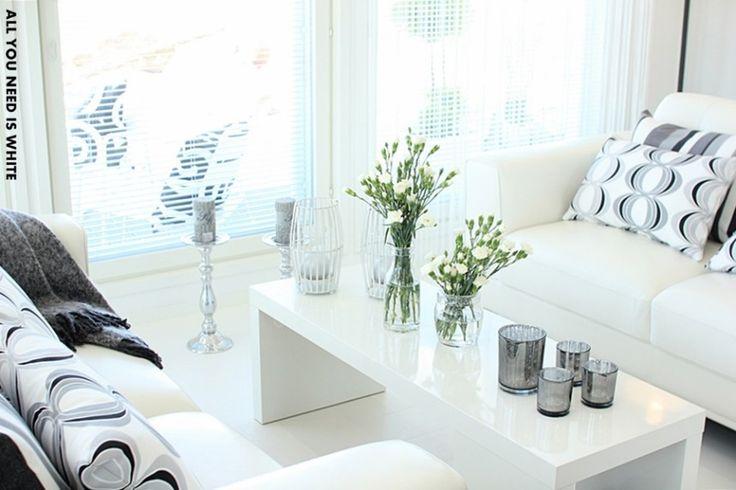 Sohvapöytä (Loma-asuntomessuilta kohde Meriharakka, kuva All you need is White - blogista)