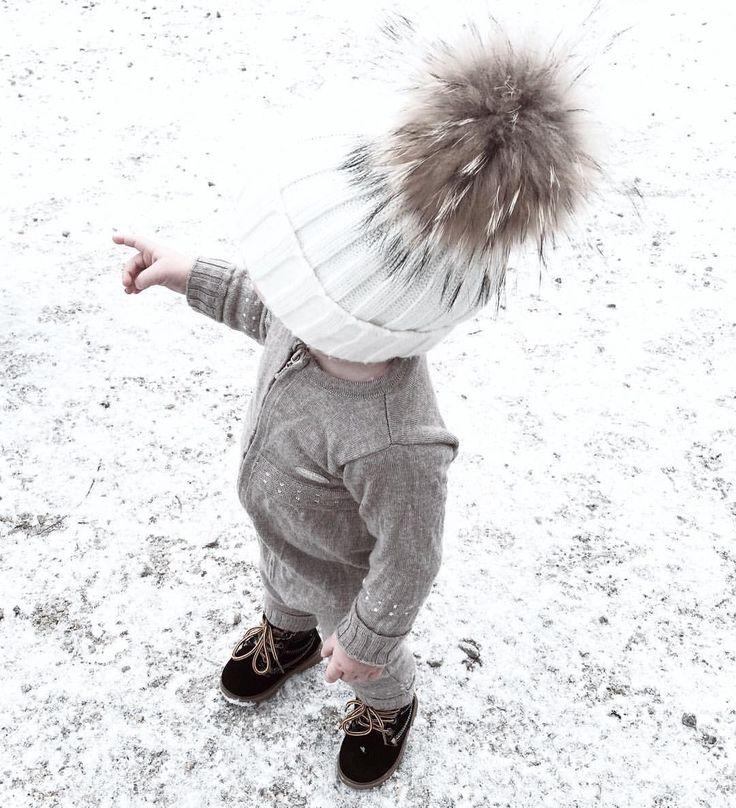 mailenslykke Idag fikk vi føle på hele 1 cm med snø ⛄️❄️ men når kvelden endte med regn var det kortvarig lykke ☹️ er det mye snø der du bor? #vilhasnø
