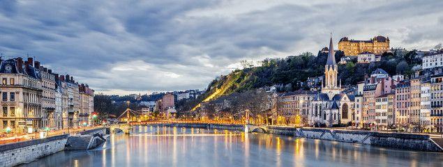 Trouvez un emploi hotesse ou job hotesse à Lyon ( hotesse d'accueil ou hotesse evenementiel ) | Carrière Hôtesse